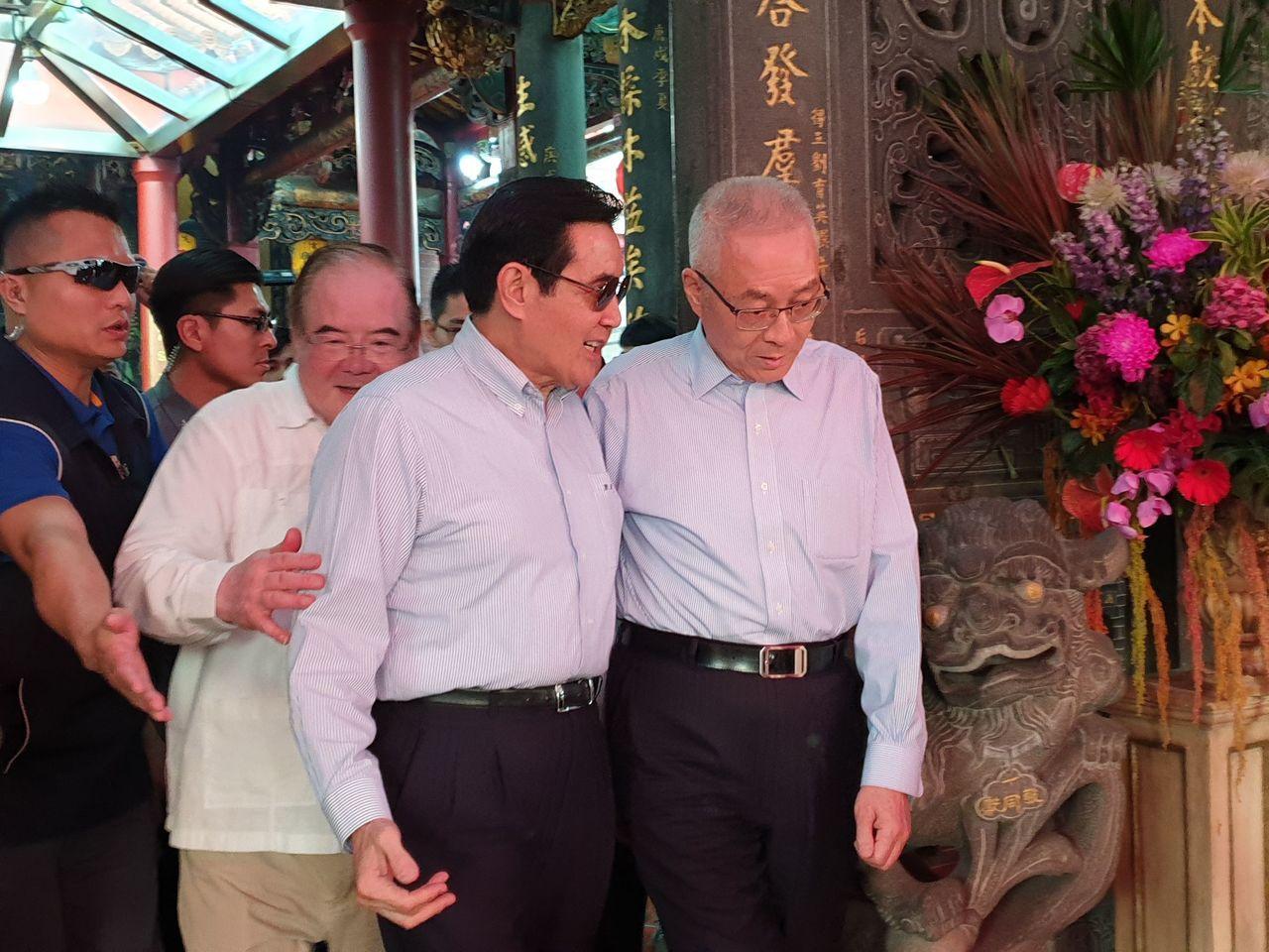 針對高雄市長韓國瑜妻子李佳芬說「討厭背後被開槍」,吳敦義(右)表示,「沒有人開槍...