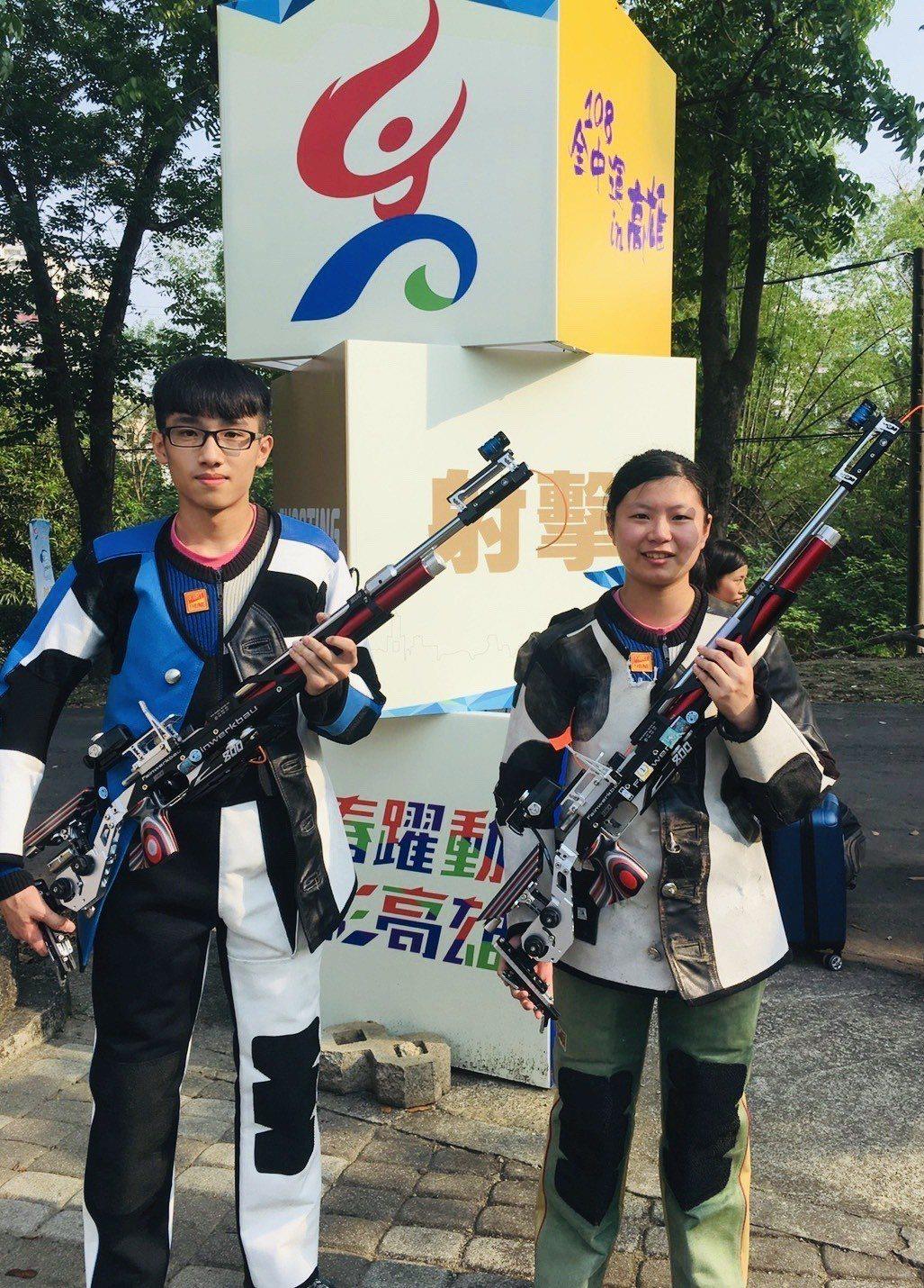 明德國中射擊隊在國中組射擊10公尺空氣步槍男女混合賽,由高翊涵及黃晧宸搭檔,以總...