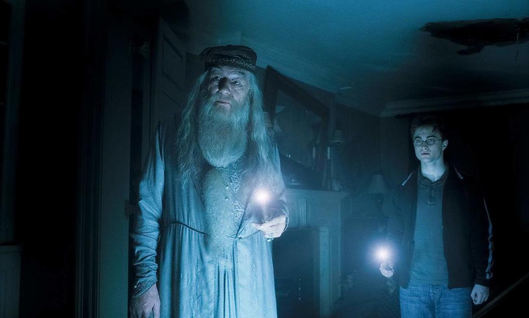 麥可甘邦(左)曾在「哈利波特」系列飾演鄧不利多。圖/摘自IMDB
