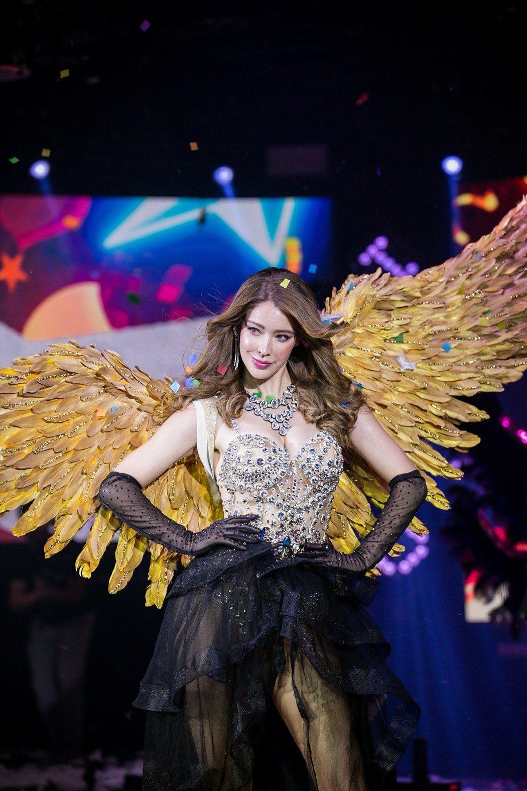 安妮日前出席活動,揹上水鑽翅膀,宛如真正天使降臨。圖/鄭博文攝影提供