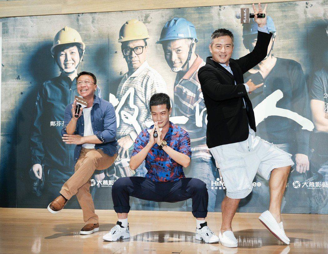 李銘順(右起)、薛仕凌、游安順戲中組成「噗嚨共」團。圖/大慕影藝提供