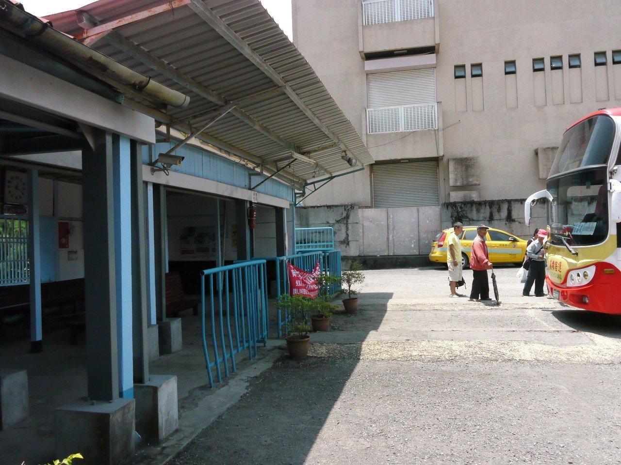 六龜車站前身是旅舍,後來才由高雄客運公司買下變成車站。圖/本報資料照