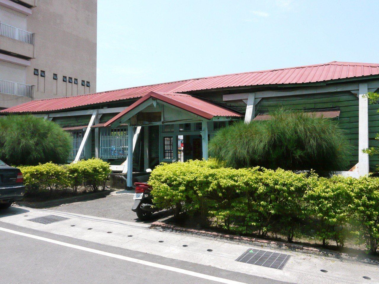 六龜車站是一棟日式建築,外觀看不出是車站。圖/本報資料照