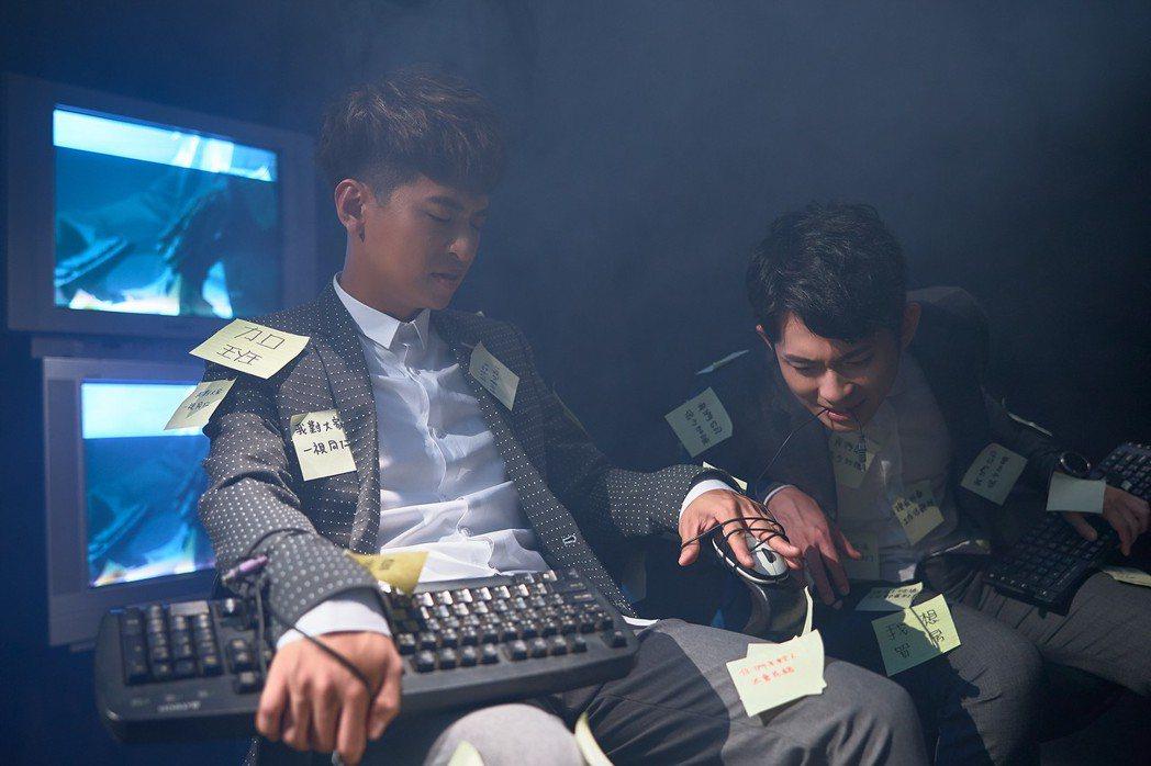 廖文強(左)新歌找來網紅博恩跨界合作。圖/何樂音樂提供