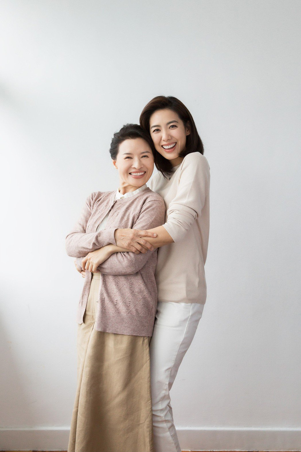林可彤於母親節前夕推出微電影「年輕的自己一直都在」。圖/台灣愛力根提供