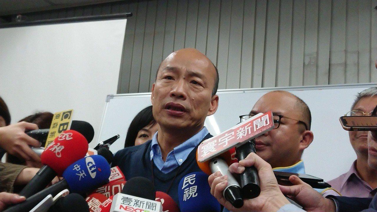 高雄市長韓國瑜23日9點多夜訪臨海工業區,隨後與勞工閉門對談;針對媒體詢問5點聲...
