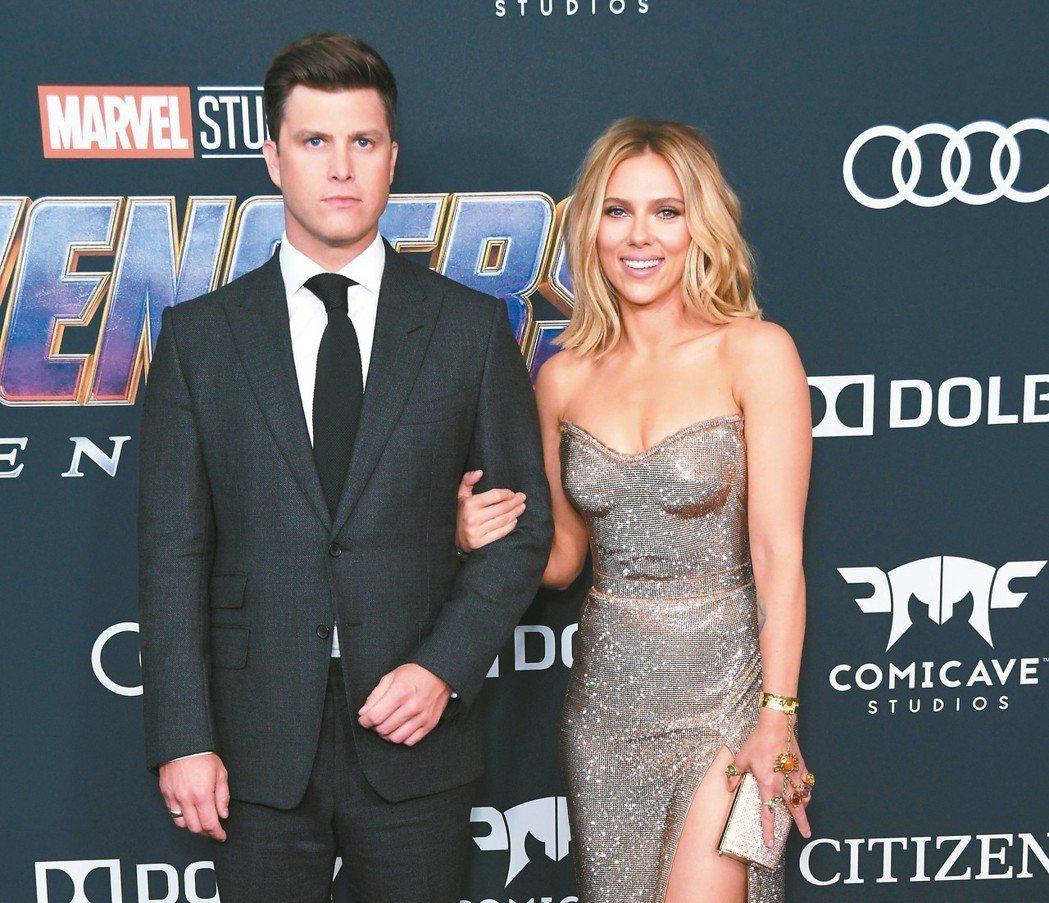 思嘉莉約翰森(右)帶著主持人男友柯林佑斯特出席「復仇者聯盟:終局之戰」首映會。 ...
