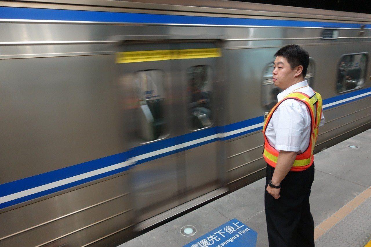 交通部指出,將參考公路客運偏遠路線虧損補貼,幫台鐵爭取偏遠服務性路線及法定優待票...