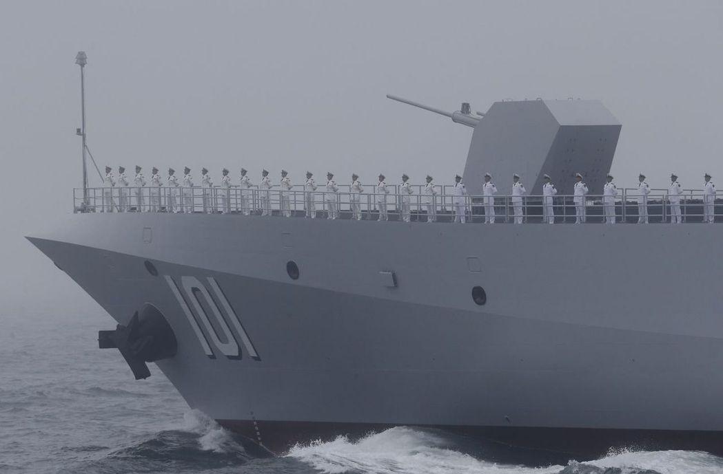 中共首艘萬噸級驅逐艦「南昌號」參加海上大閱兵。 (歐新社)