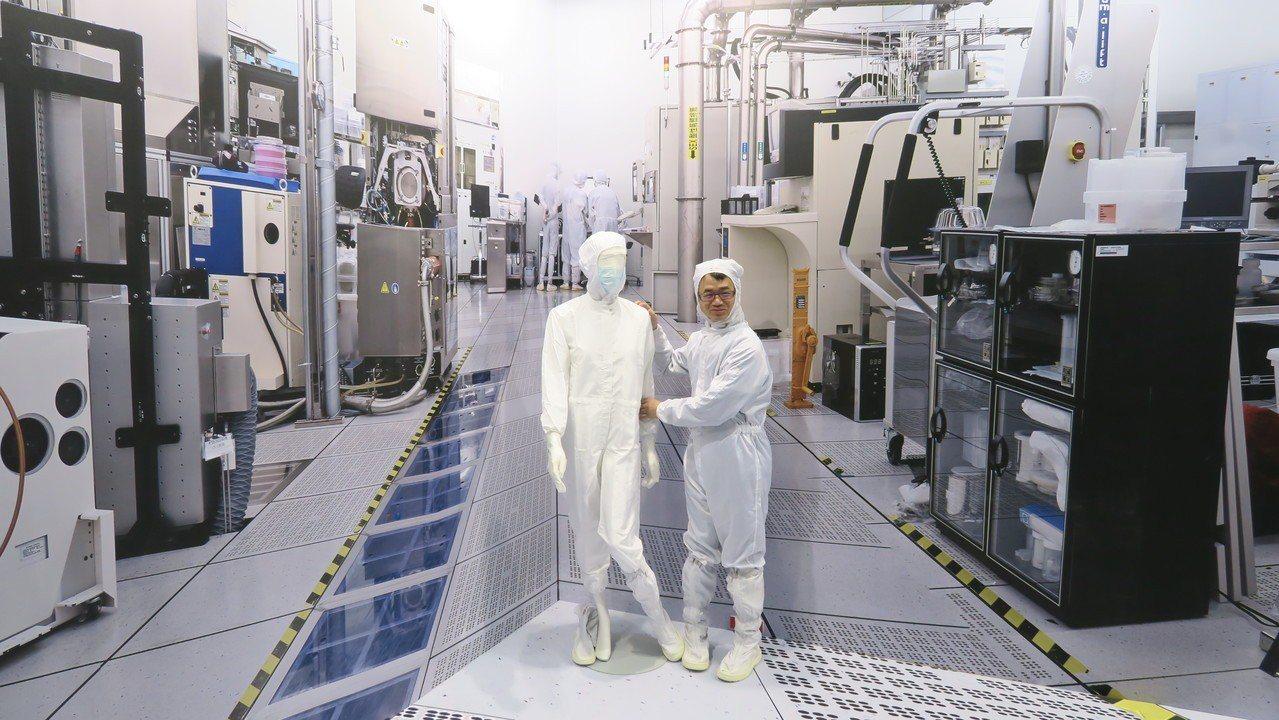 IC積體電路特展另打造無塵室提供民眾體驗。 彭子豪/攝影