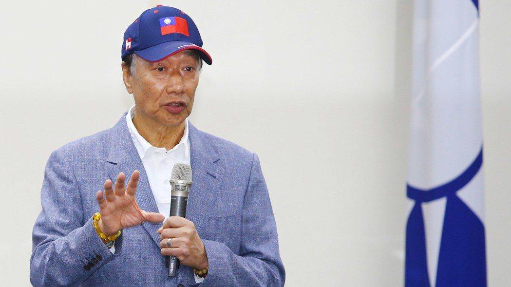 鴻海董事長郭台銘24日更新個人粉絲專頁表態力挺國旗帽。 報系資料照