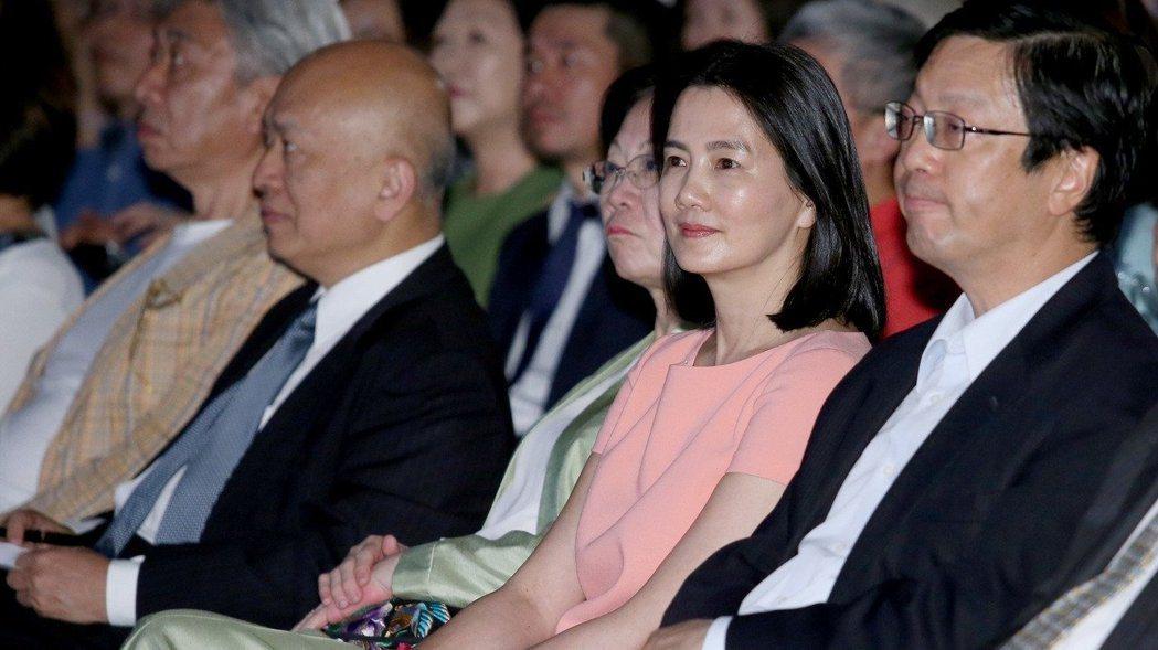 台新金控董事長吳東亮夫人彭雪芬(右二)。 圖/聯合報系資料照片