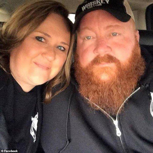 42歲男子赫斯本德(Brandon Husband)和他的妻子珍妮佛‧赫斯本德。...