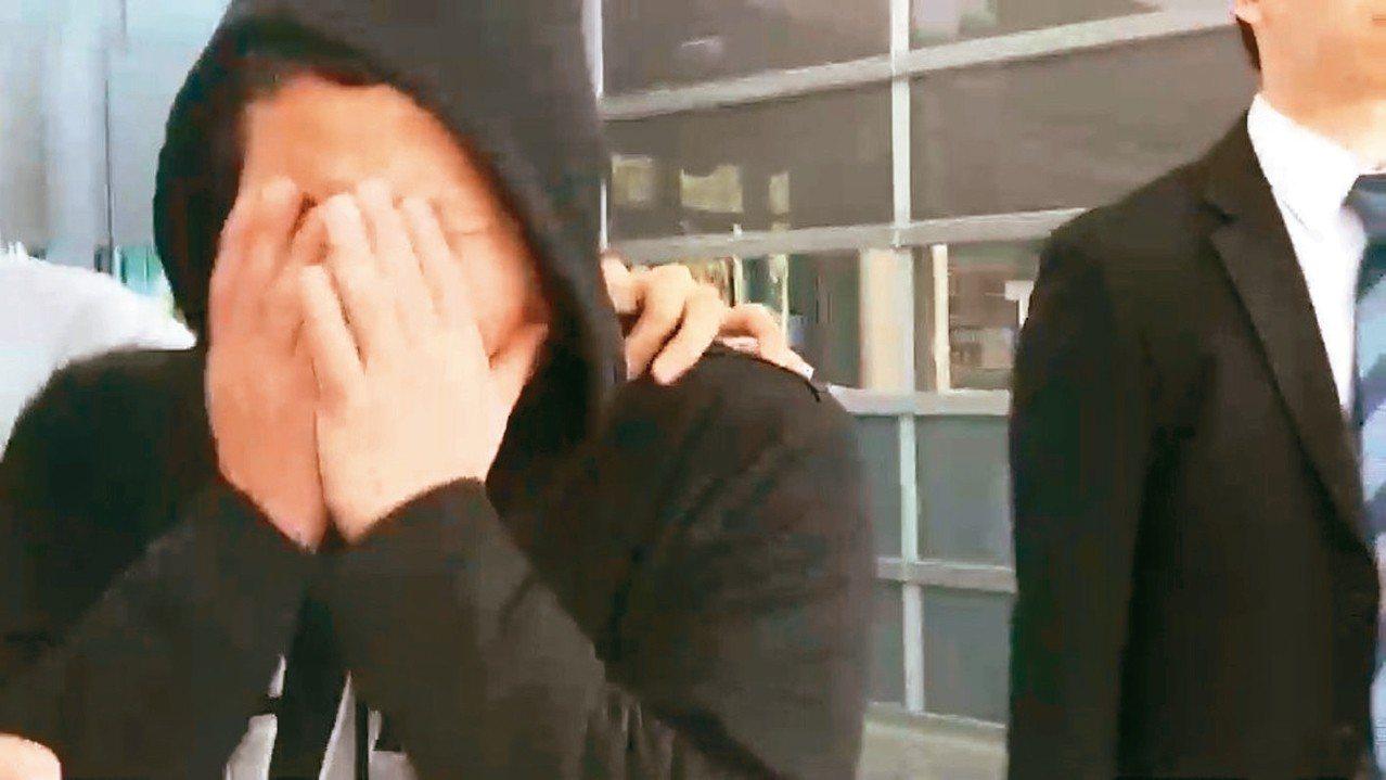 台鐵普悠瑪列車去年在宜蘭出軌釀重大死傷,司機尤振仲(見圖)首度出面淚崩談通聯紀錄...