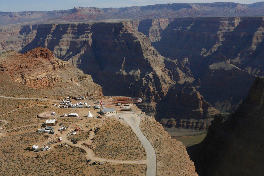 大峽谷(Grand Canyon)國家公園又發生遊客在南緣(South Rim)...