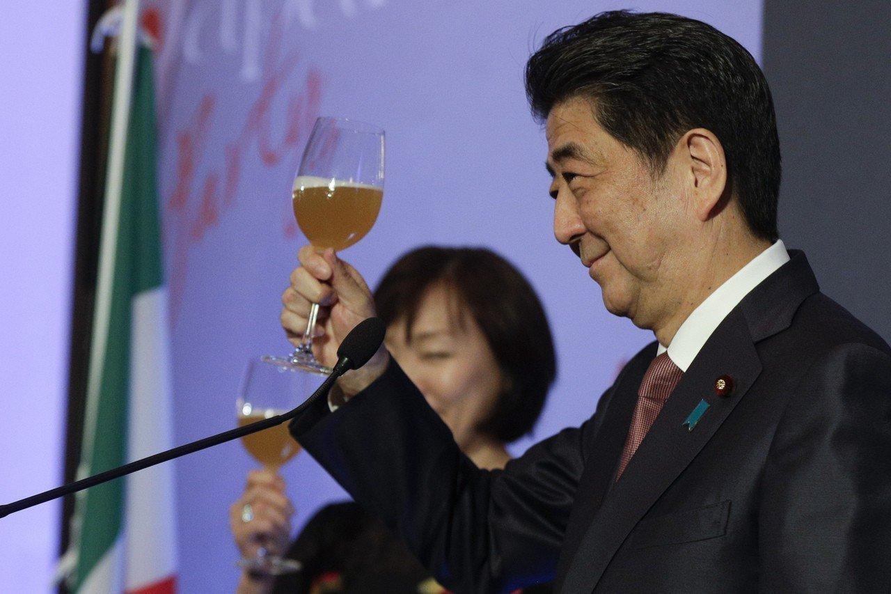 日本首相安倍晉三正訪問歐洲。 美聯社
