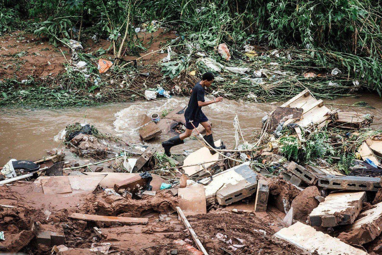 南非連日豪雨引發洪水氾濫與土石流災情。 法新社