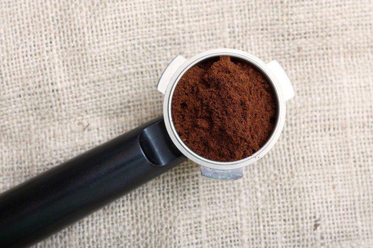 每天早上喝完咖啡,剩下的咖啡渣你會如何處理? 圖片/ingimage
