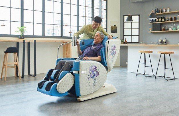 身為第一線醫療人員用家汪先生,已把OSIM「4手天王」當成自己的單人床,身心放鬆...