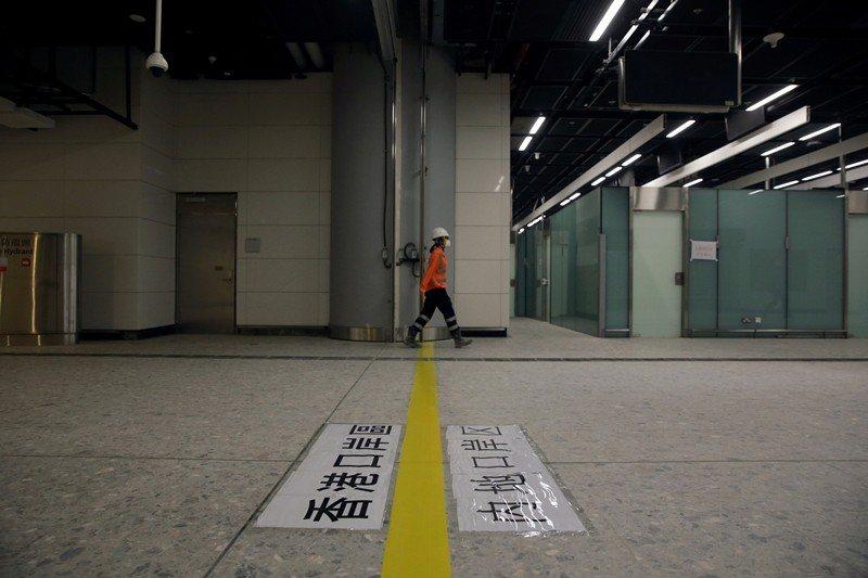 2018年6月,「一地兩檢」條例草案通過,在香港西九區的高鐵站劃內地管轄區,實行...