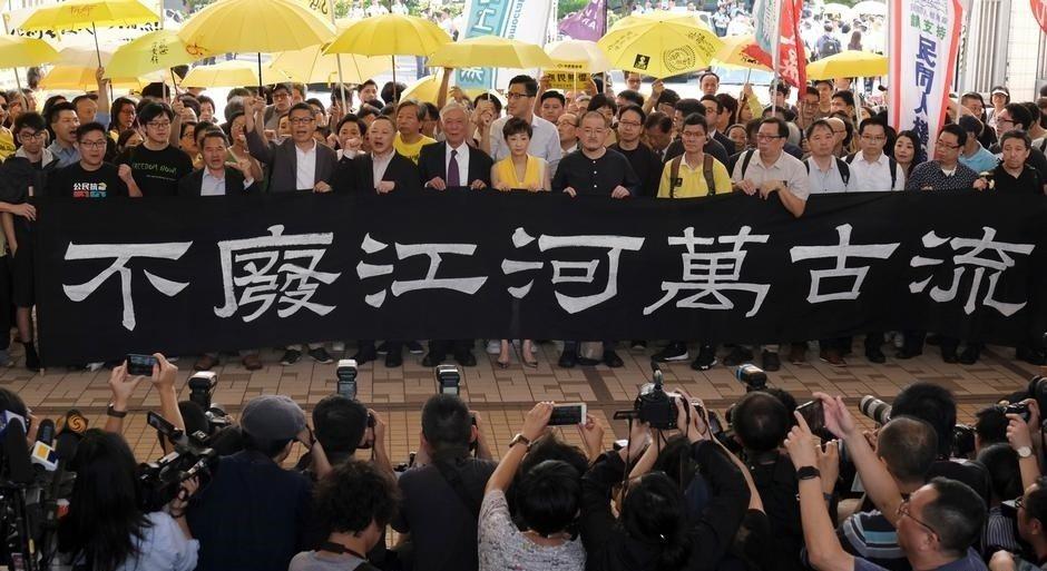 4月9日,法庭宣判「佔中九子」全部罪成,並於今(24日)宣布判刑。 圖/路透社