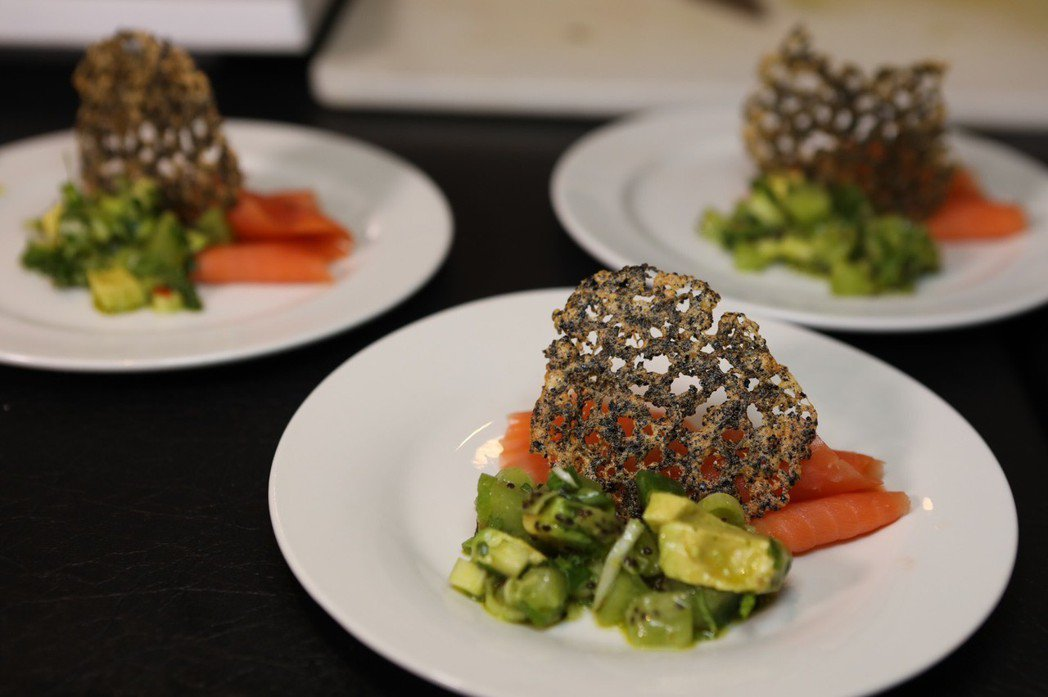 煙燻鮭魚佐奇異果,是一場清爽可口且營養價值滿分的味覺饗宴。 Zespri /提供