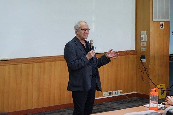 Dr. Jean-Marc Egly分享成功產學合作經驗。 主辦單位/提供