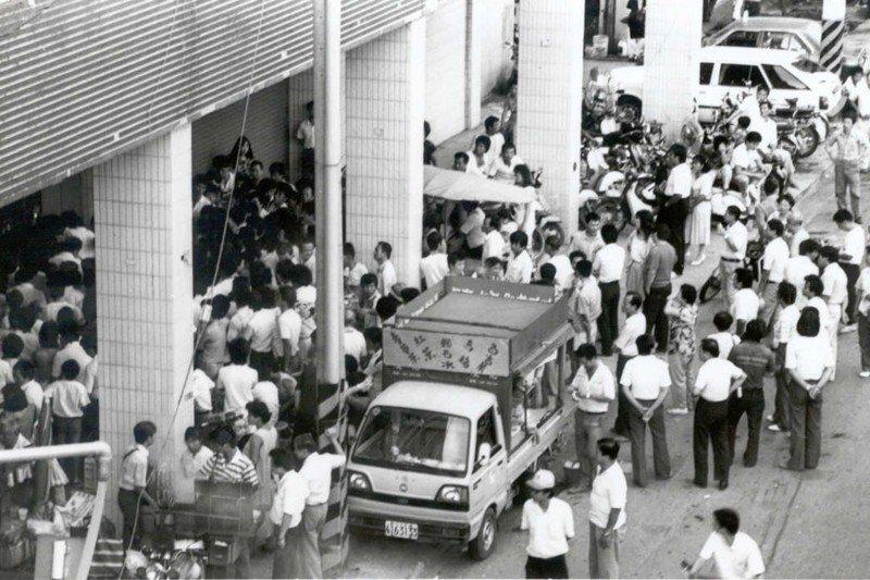 愛國獎券開獎,吸引了許多大家樂迷,攝於1986年。 圖/聯合報系資料照