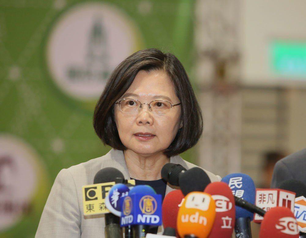 總統府澄清,蔡英文並未拒絕民調,只是不想黨內分裂。攝影/柯承惠