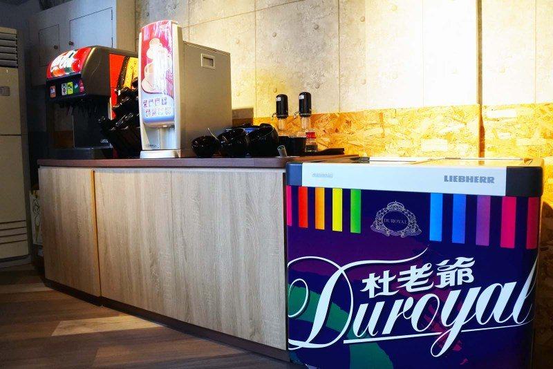 (圖/台灣旅行趣) ▲一二樓皆有佐料區與飲品、冰品吃到飽