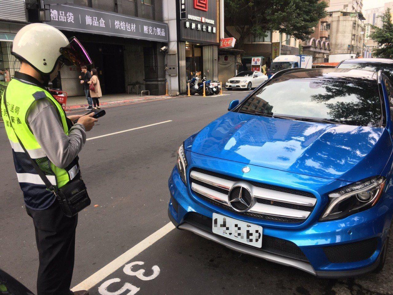 交通局提醒,勞動節當天新北市路邊停車平日收費路段照常收費。圖/新北市交通局提供