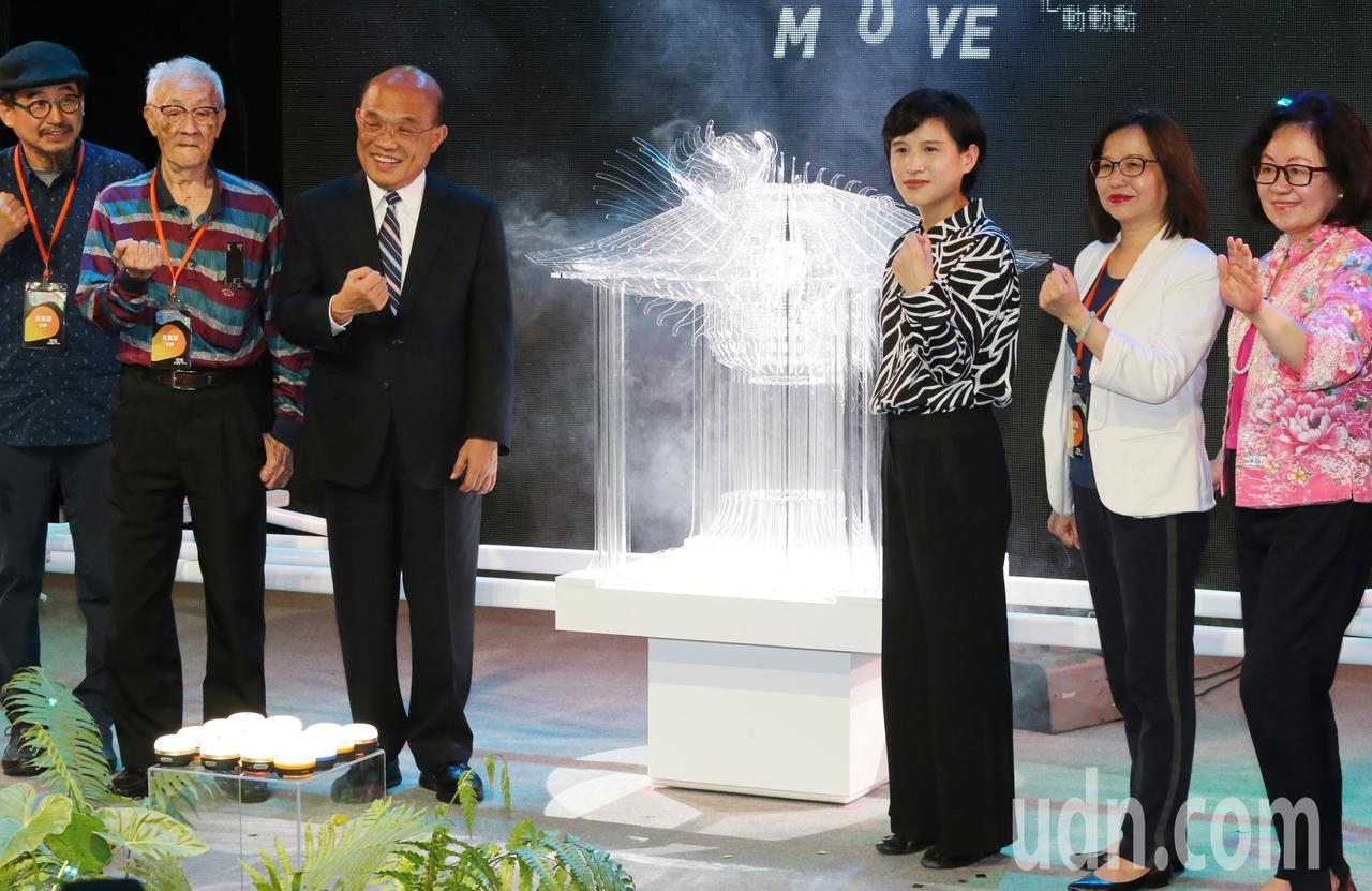 行政院長蘇貞昌(左三)上午出席台灣文博會開幕典禮,,表示政府本來就要福國利民、努...