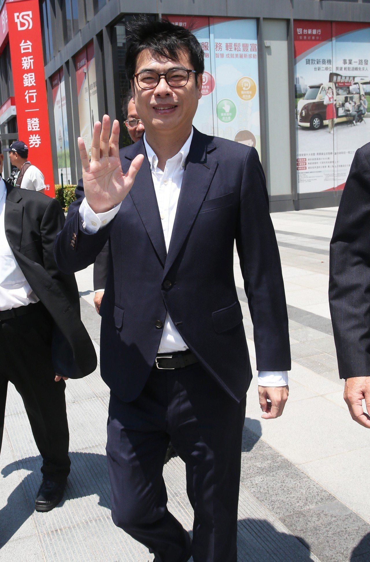 會不會再回鍋選高雄市長?陳其邁表示,選舉是一種承諾,他是個重承諾的人。記者劉學聖...