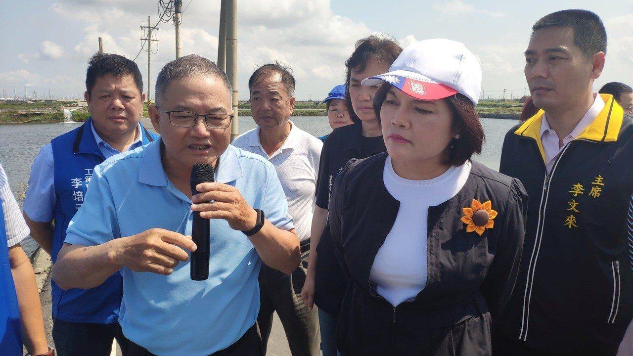 雲林縣長張麗善(右二)今天到台西勘災。記者李京昇/攝影