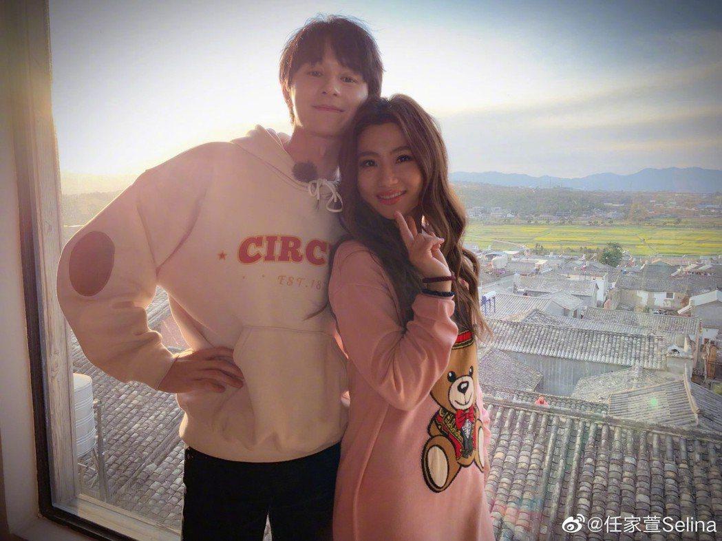 張軒睿(左)、Selina宣布交往。圖/摘自微博