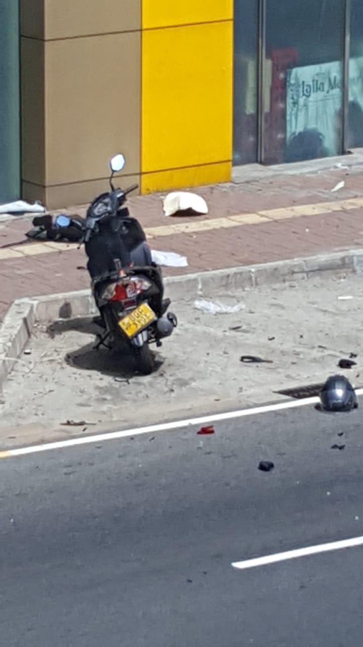 當地警方表示,一輛可疑機車停靠在薩伏伊電影院(Savoy Cinema)附近,警...