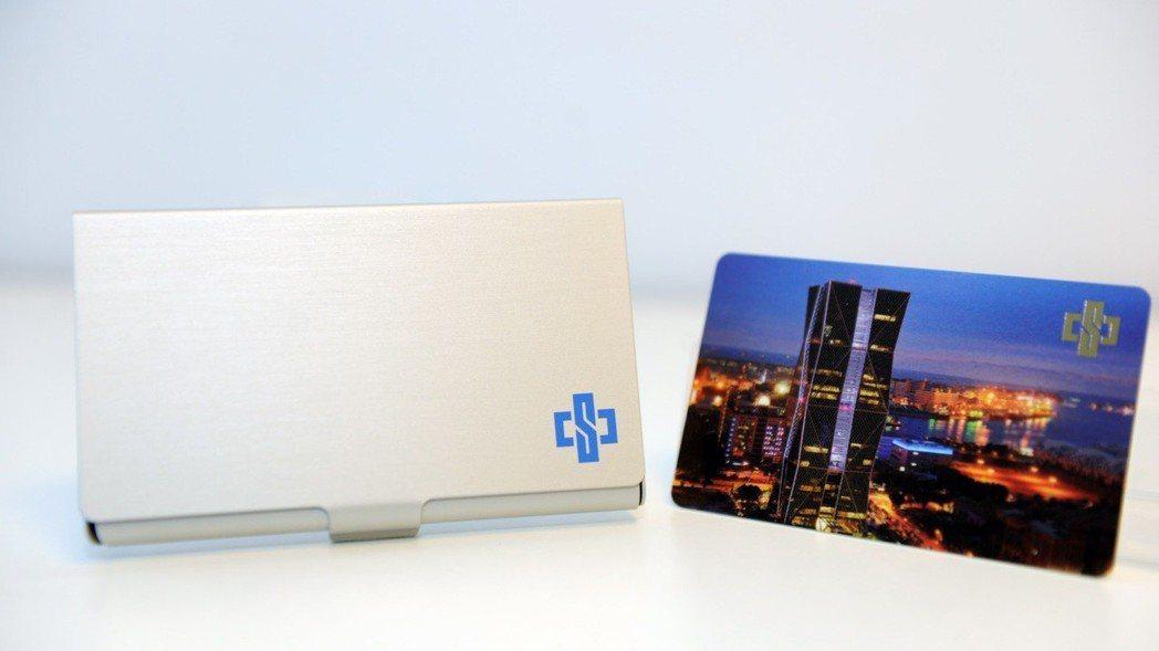 最夯股東會紀念品─中鋼「卡幸福儲卡鋁盒」 (照片提供:中國鋼鐵公司)