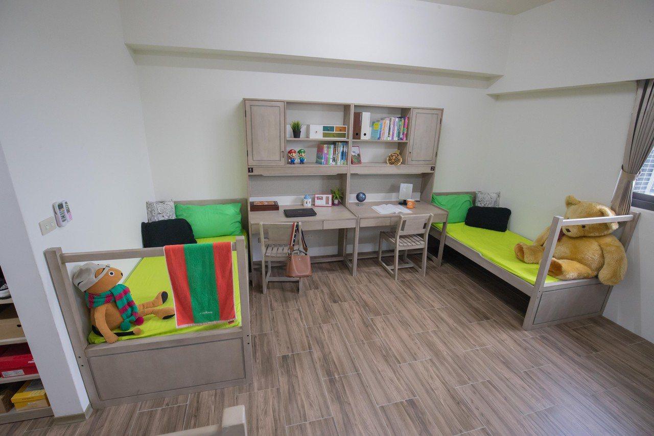 嘉南藥理科大持續新建學生宿舍,寬敞設施佳。圖/老師王耀德提供