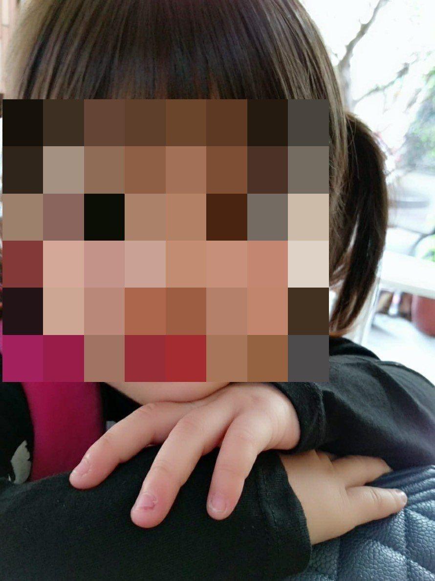 高雄今年1月發生3歲女童離奇遭噴槍奪命。圖/翻攝自鄧女臉書