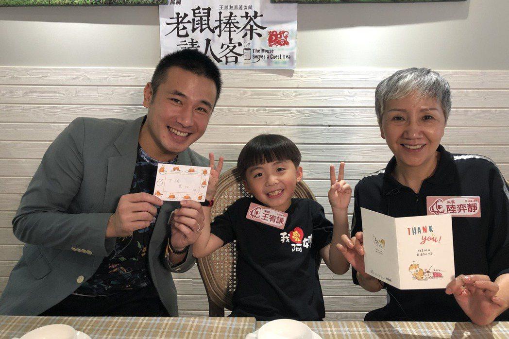 陸弈靜(右起)、王宥謙、傅子純上直播節目。圖/民視提供