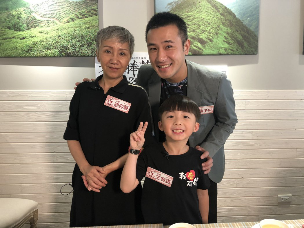 陸弈靜(左起)、傅子純、王宥謙上直播節目。圖/民視提供