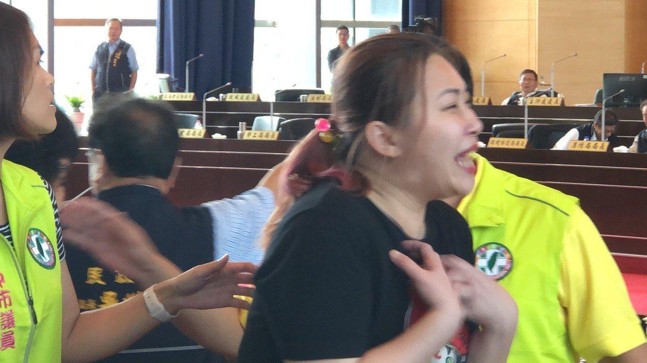民進黨議員賴佳微控訴被國民黨議員性騷擾。記者陳秋雲/攝影