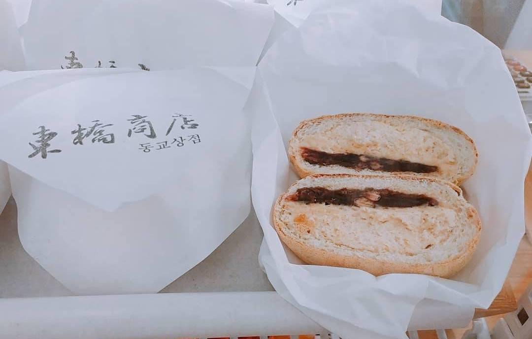 「東橋商店」經典款黃豆麵包。圖/東橋商店提供