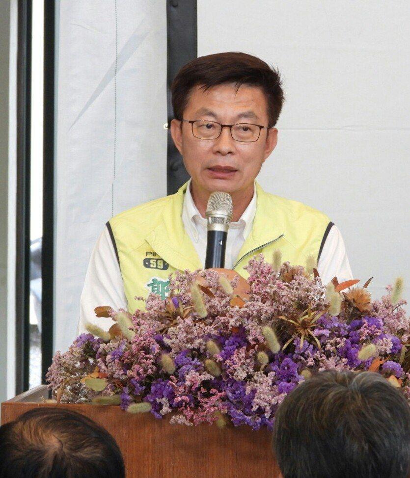 郭國文質疑沒有開除跑票的市議員,無法向支持者交代。記者周宗禎/攝影