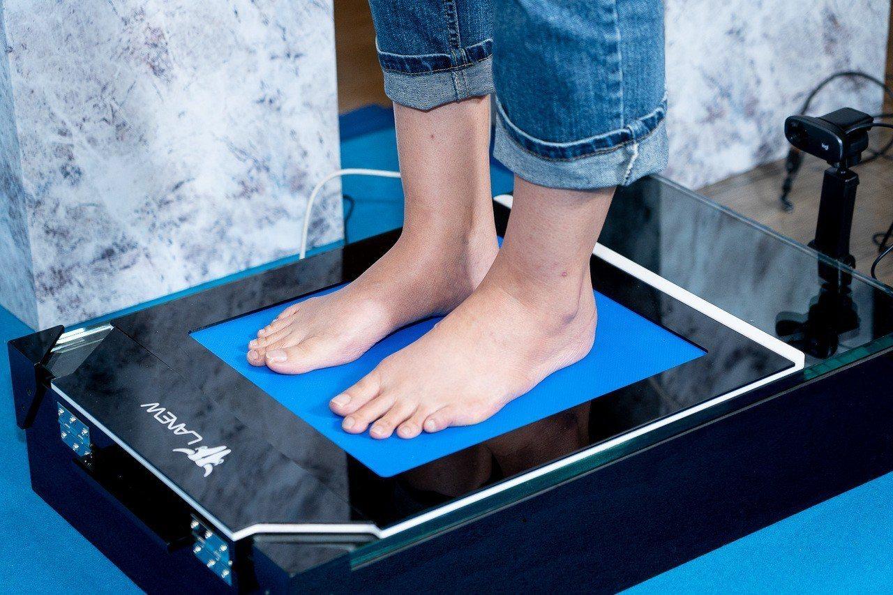 LA NEW在門市巡迴提供全方位科技量腳體驗。圖/LA NEW提供