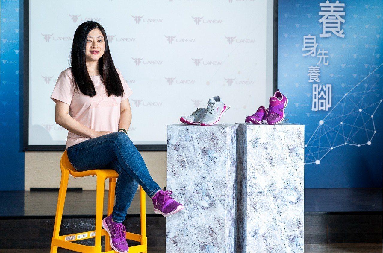 LA NEW主打母親節輕「履」行,並推出女性鞋款「零重力輕便鞋」。圖/LA NE...