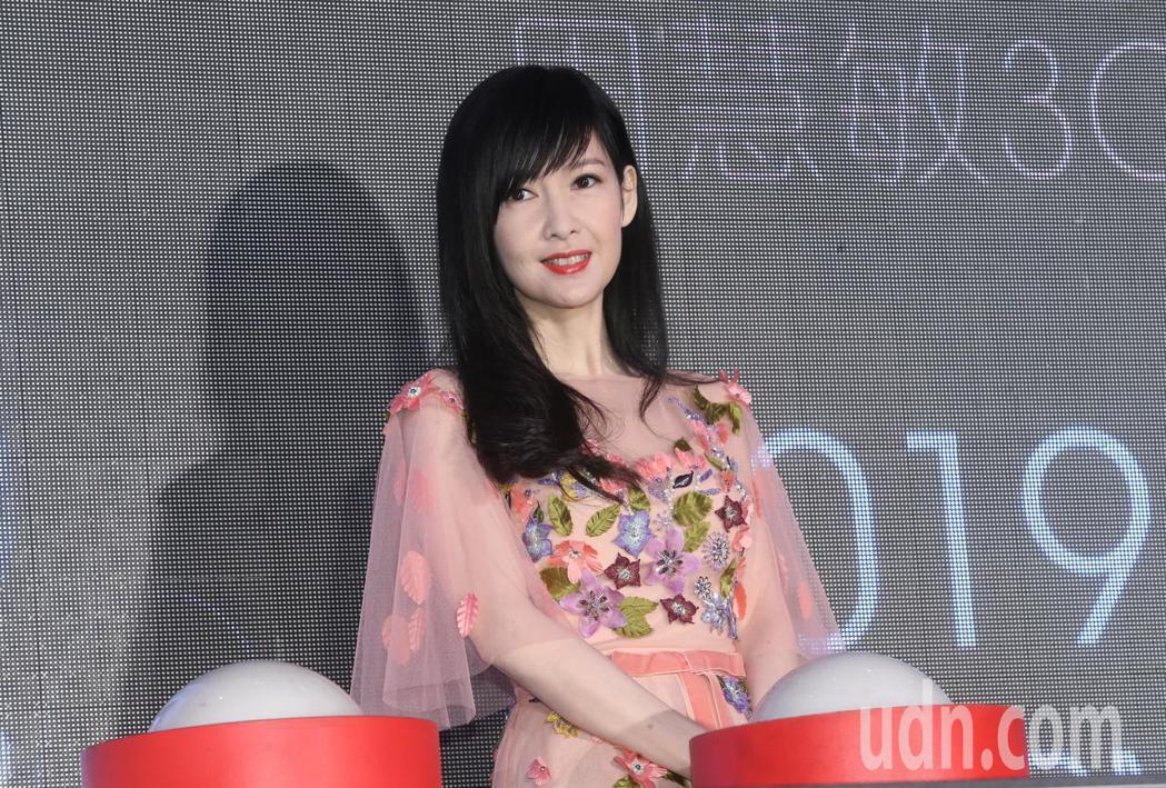 周慧敏今天在台北站演唱會記者會中宣布8月10日攻蛋。記者徐兆玄/攝影