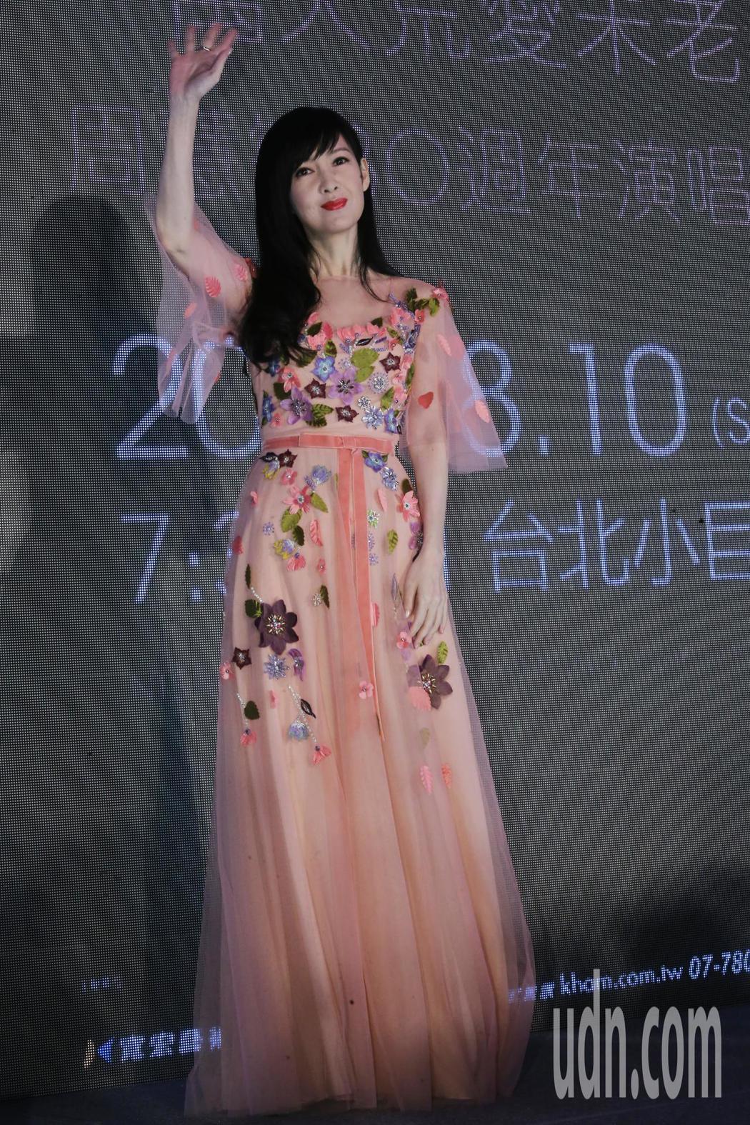 周慧敏今天以飄逸裙裝現身台北站演唱會記者會。記者徐兆玄/攝影