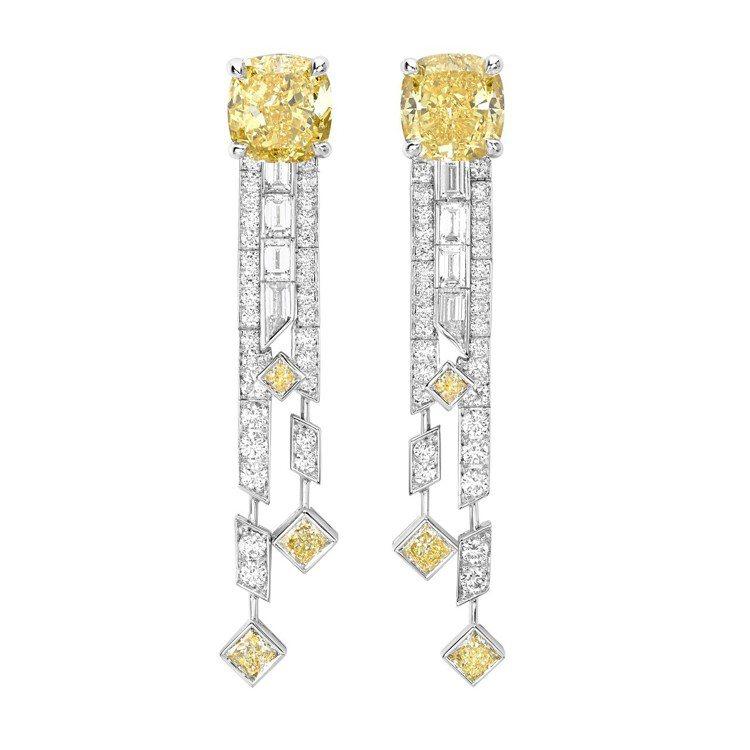 安以軒配戴Sunlight Escape系列耳環,18K白金鑲嵌黃鑽與鑽石,1,...