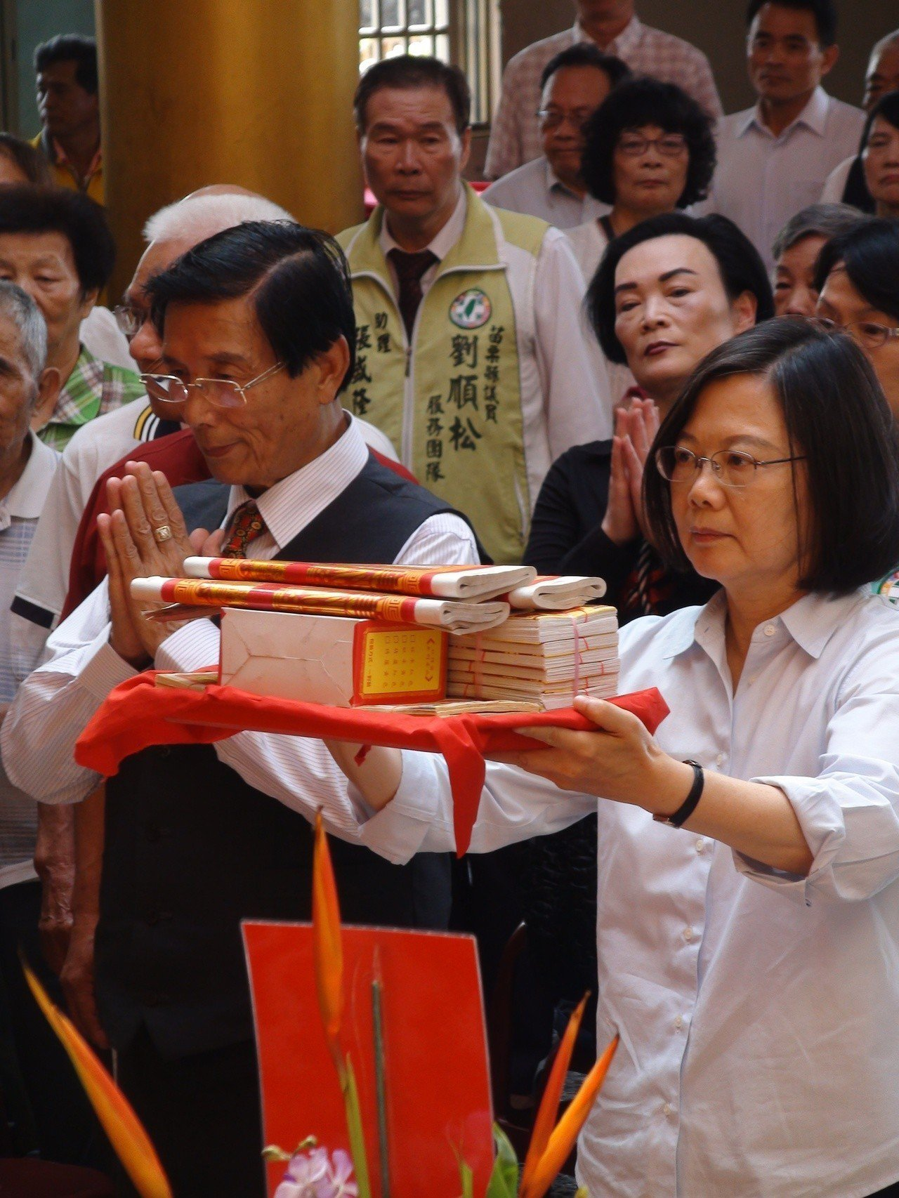 總統蔡英文今天下午在苗栗縣竹南鎮「鎮安宮」參拜。記者胡蓬生/攝影